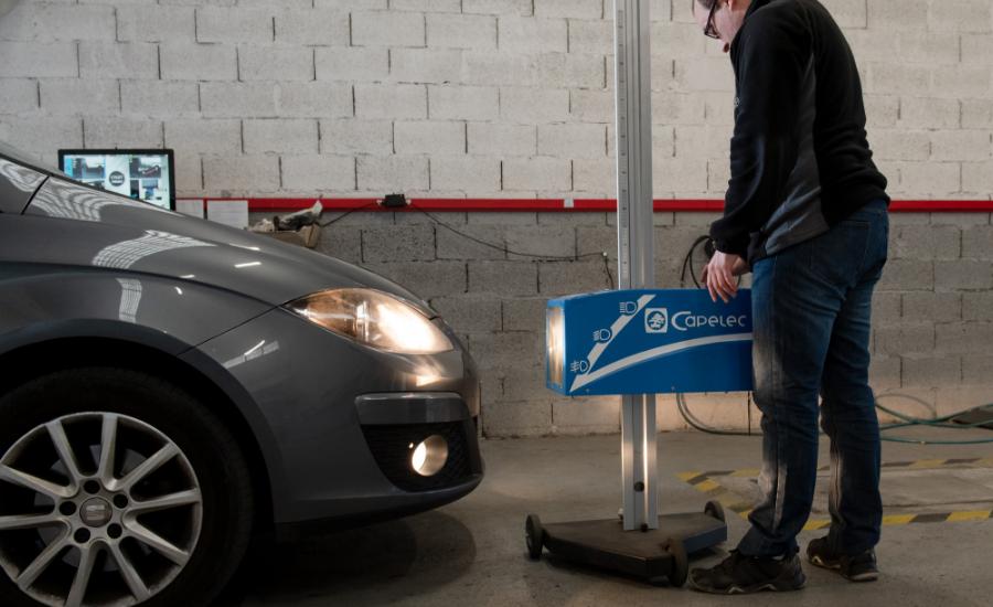 Contrôle technique des phares d'un véhicule à Cournon d'Auvergne centre Autosur